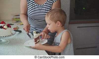 plat, gâteau, femme, enfants, met