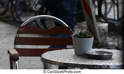 pleuvoir, table