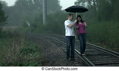 pluie, marche couples