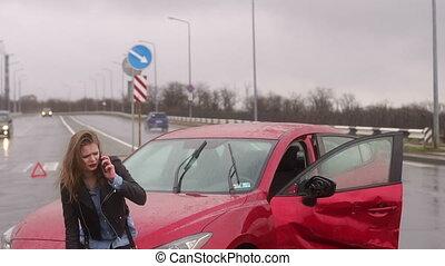 pluie, route, elle, pourparlers, lourd, obtenu, girl, téléphone voiture, accident