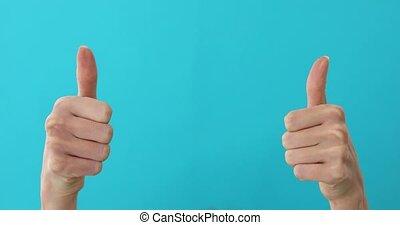 pointage femme, copyspace, mains