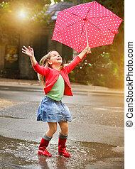 points, porter, pluie, enfant, bottes, parapluie rouge, polka