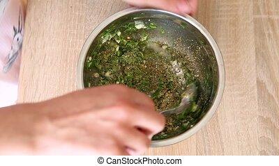 poivre, verser, marinade, ail, épices, maison, aneth, sel, bol, cuisine, girl