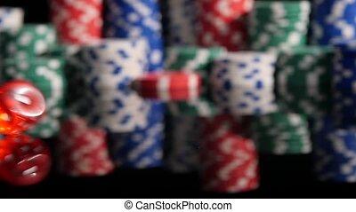 poker, chips., dés, lancement, motion., lent, fond, rouges