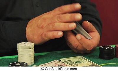 poker, gros plan, mains, battage, lentement, cartes., pont, joueur, risqué