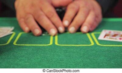 poker, gros plan, prendre, tout, mains, chips., lentement, joueur, risqué