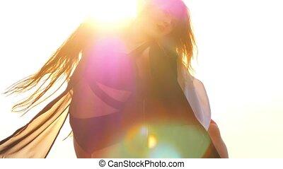 pole-dance, deux, jeune, coucher soleil, exécute, dehors, femmes