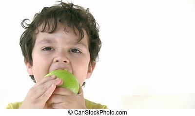 pomme mangeant, enfant