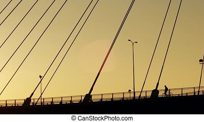 pont, aérien, guyed, cyclistes, silhouettes, coup