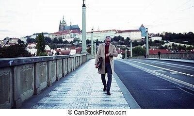 pont, marche, city., prague, sac, mûrir, homme affaires