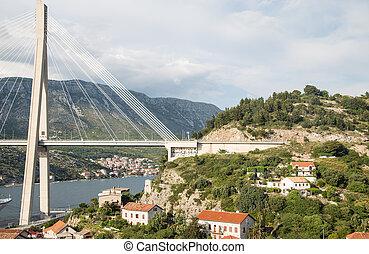 pont, suspension, sur, maisons, croate
