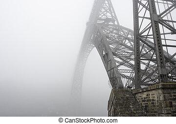pont, vieux, fer, brouillard