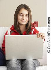 portable utilisation, jeune fille, maison