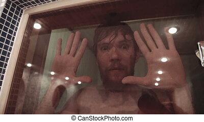 porte, délassant, verre, hommes, jeune, sauna, plaisanteries, par, regarde, yeux, crickety