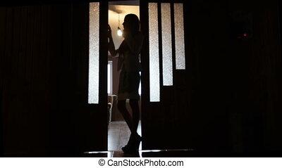 porte, femme, silhouette, jeune