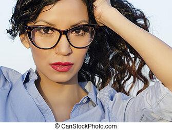 porter, femme, retro, lunettes