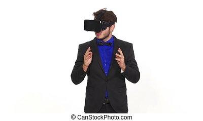 porter, jeune, réalité virtuelle, homme, stupéfié, lunettes
