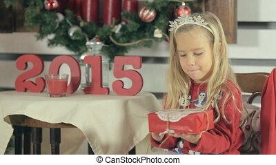 porter, peu, secousses, snowmens, cadeau, chandail, longs cheveux, blonds, girl, noël, rouges