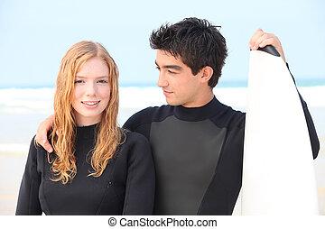 porter, wet-suits, couple, surfeur