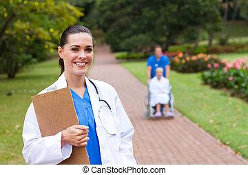 portrait, amical, docteur féminin
