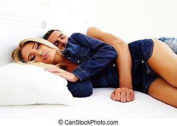 portrait, couple, lit, dormir