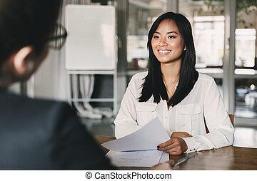portrait, entretien travail, business, sourire, -, tenue, asiatique, quoique, concept, carrière, pendant, reprendre, séance, femme affaires, devant, réunion, femme, constitué, ou, joyeux, placement