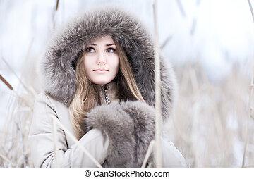 portrait, femme, jeune, hiver