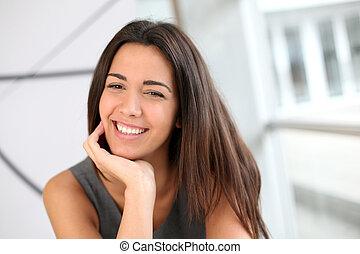 portrait, fille souriante, étudiant