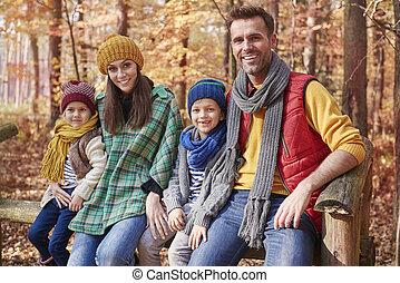 portrait, forêt, famille, heureux