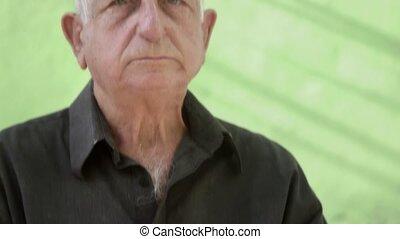 portrait, homme, vieux, inquiété, triste
