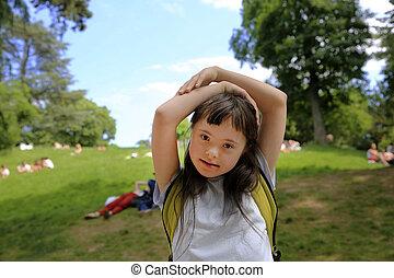 portrait, peu, parc, girl