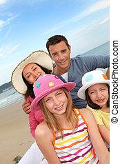 portrait, plage, famille