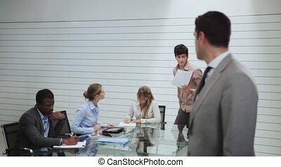 portrait, salle réunion, homme
