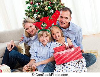portrait, temps noël, famille, heureux