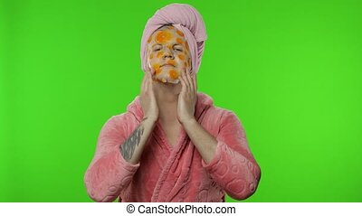portrait, transsexual, regarder, figure, peignoir, homme, masque, porter, miroir