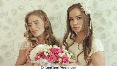 poser, roses, bouquet, filles, deux, grand, beau