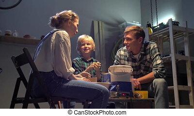 poterie, garçon, parents, travail, atelier, roue