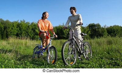 pourparlers, champ, couple, bicycles