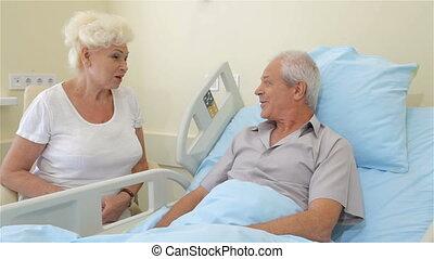 pourparlers, couple, vieux, hôpital