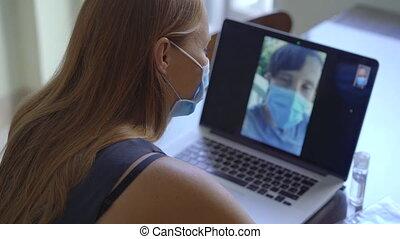 pourparlers, distancing, social, self-isolation, maison, quoique, jeune, period., visioconférence, vidéo, par, pendant, concept, elle, séance, coronavirus, femme