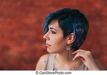 pourpre, femme, elle, beau, élégant, cheveux verts, corps, tatouage, jeune