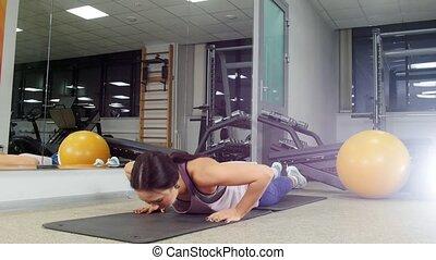poussée, training., femme, jeune, augmente