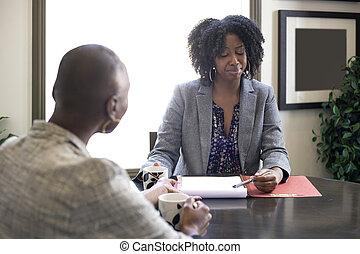 femme demande une réunion