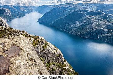 preikestolen, puits, chaire, rocher, lysefjorden, attraction touristes, connu, (norway).