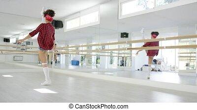 prend, femelle dansante, studio, étudiant, étapes