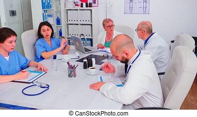presse-papiers, vérification, malades, practioner, monde médical, liste