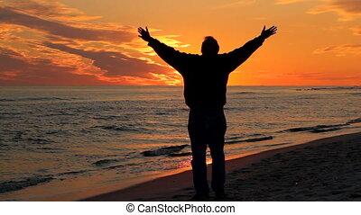 prier, coucher soleil, homme