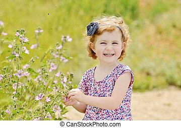printemps, girl, enfantqui commence à marcher, joli