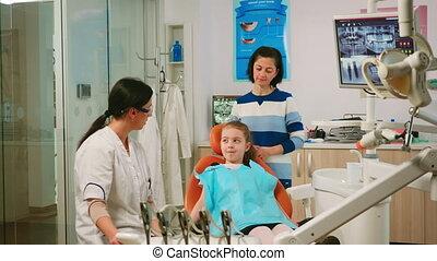 processus, nettoyage, expliquer, dentiste, pédiatrique, enfant, dents