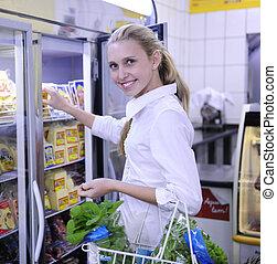 produit surgelé, achats femme, supermarché